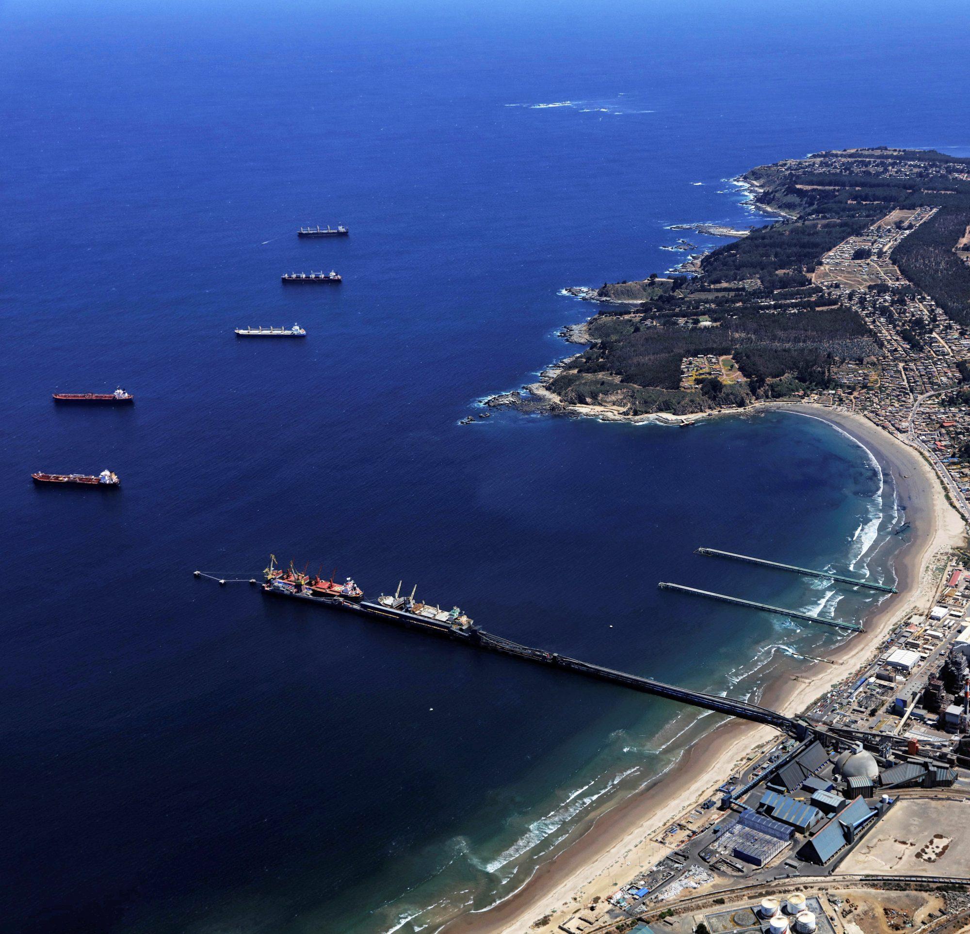 Principal puerto granelero de la zona central del país